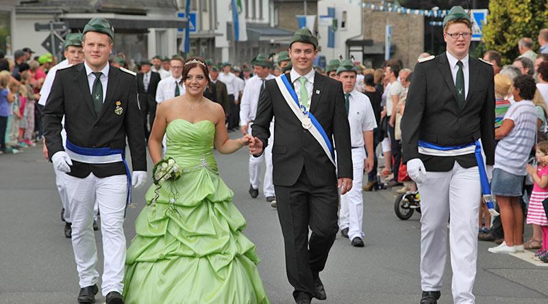 26.04.-Schuetzenfest-Festzug-Marcus-Honekamp-u.-SarahPorstein-800