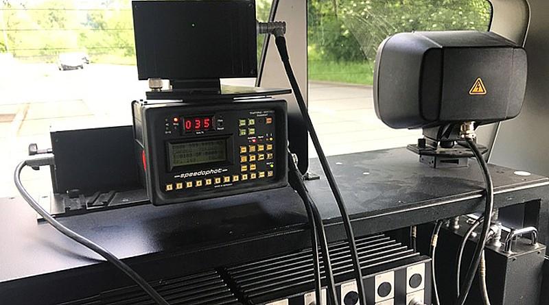 Radar-Messanlage im Heck eines KFZ
