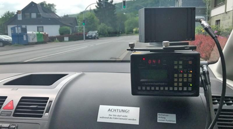 Blitzer - Radar-Messanlage in eine KFZ