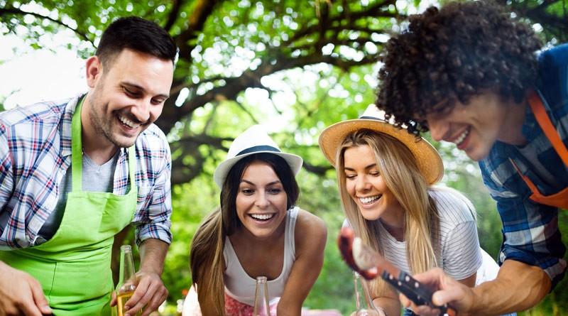 AOK: Grillen mit Freunden