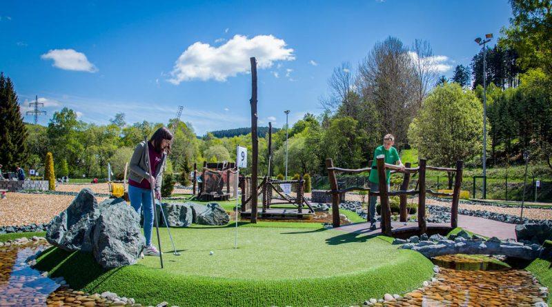 Eröffnung der Adventure Golf-Anlage in Hildfeld